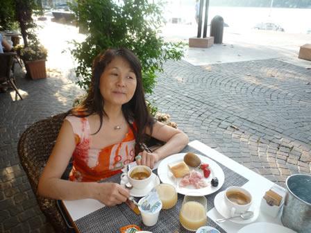 ベローナの湖畔での朝食